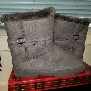Cute grey boots like new!!